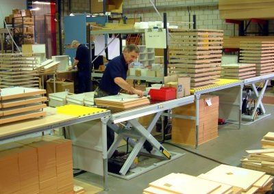 Assembly on lifting table