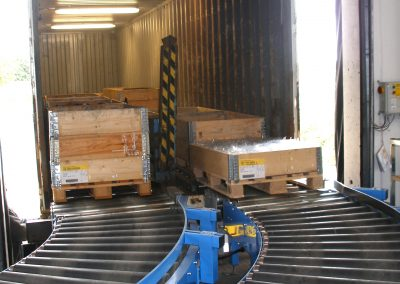 Driven conveyors in a lorry