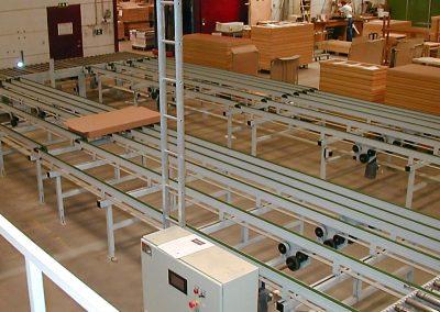 Transport af kasser i møbelfabrik