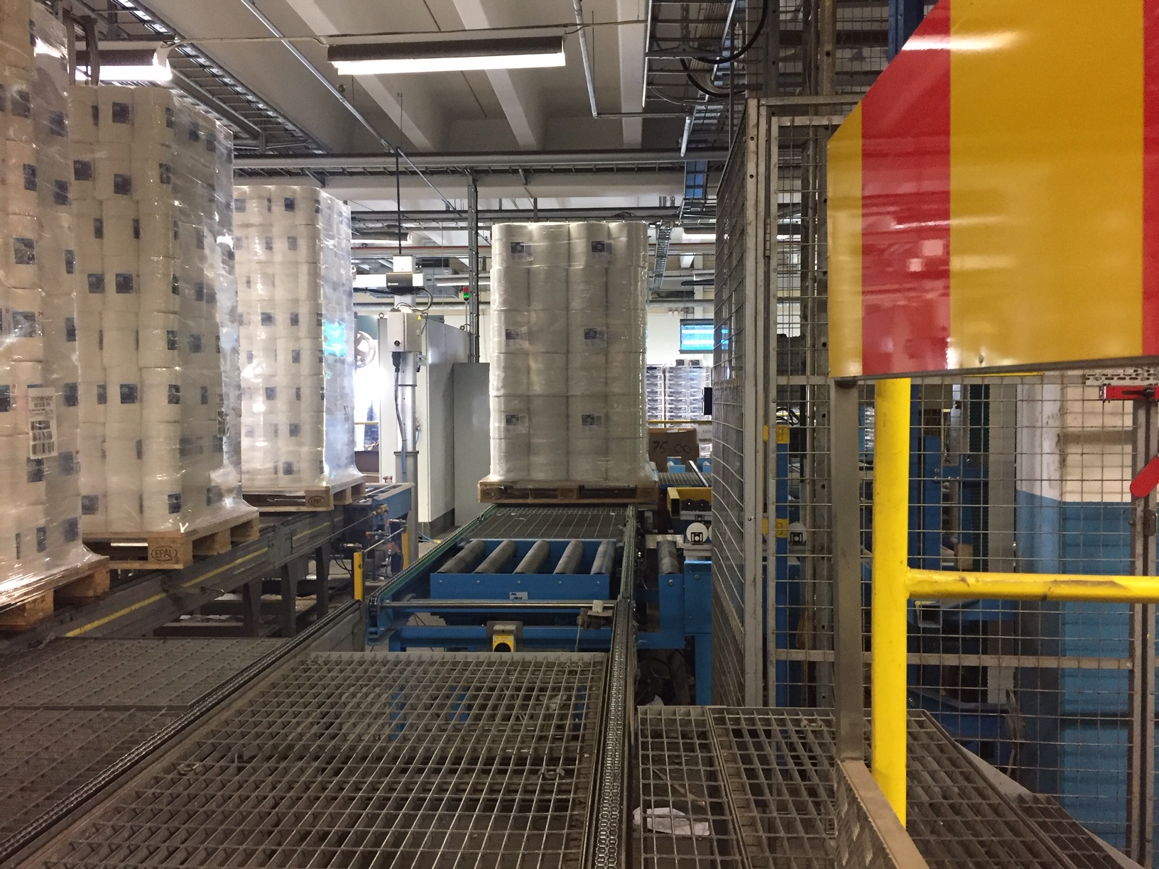 Pallet handling at Essity